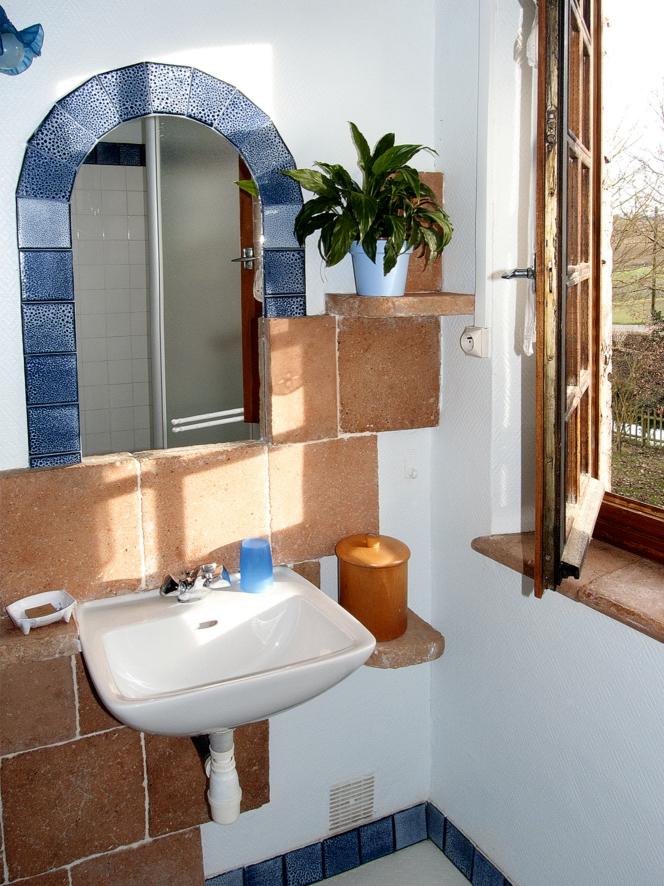 salle d eau chambre bleue cauf p chambres et tables d 39 h tes. Black Bedroom Furniture Sets. Home Design Ideas